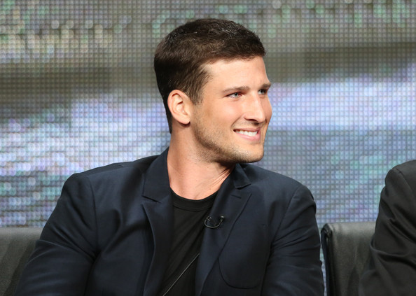 Parker Young to recur in season 4 as Thea's love interest