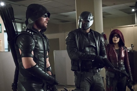 """Arrow -- """"Code of Silence"""" -- Image AR414A_0012b.jpg -- Pictured (L-R): Stephen Amell as The Arrow, David Ramsey as John Diggle/Spartan, and Willa Holland as Thea Queen / Speedy -- Photo: Katie Yu/ The CW -- © 2016 The CW Network, LLC. All Rights Reserved."""