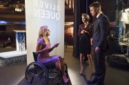 """Arrow -- """"Code of Silence"""" -- Image AR414b_0102b.jpg -- Pictured (L-R): Emily Bett Rickards as Felicity Smoak, Willa Holland as Thea Queen, and Stephen Amell as Oliver Queen -- Photo: Katie Yu/ The CW -- © 2016 The CW Network, LLC. All Rights Reserved."""