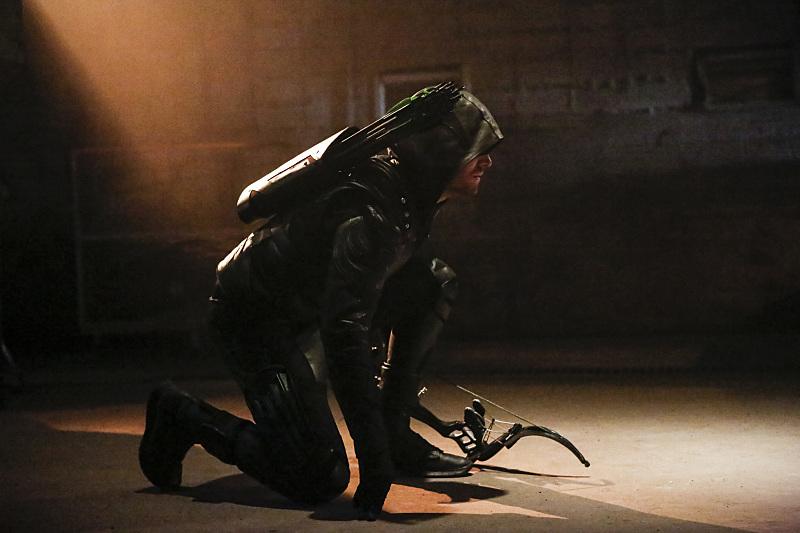 "Arrow -- ""Legacy"" -- Image AR501c_0155b --- Pictured: Stephen Amell as Green Arrow -- Photo: Bettina Strauss/The CW -- © 2016 The CW Network, LLC. All Rights Reserved."
